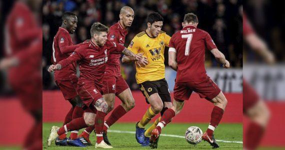 Jiménez marca su primer gol del año y elimina al Liverpool