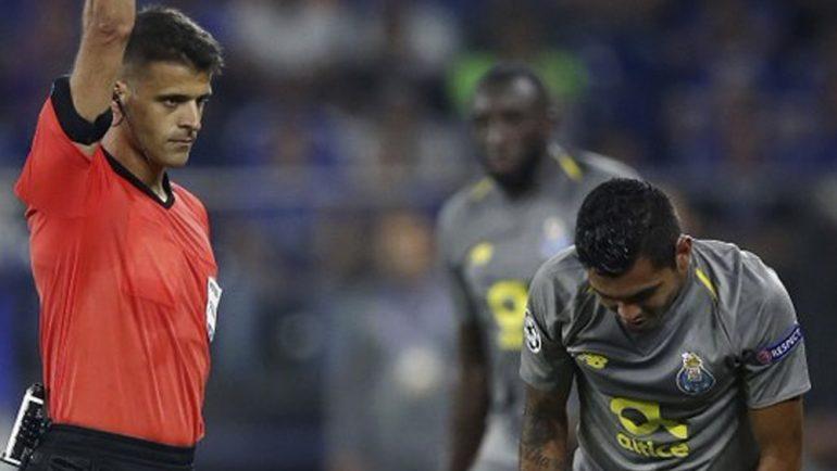 UEFA castiga a Tecatito Corona por tramposo