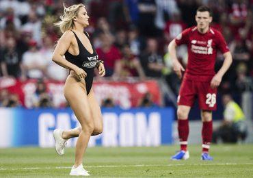 Jugadores del Liverpool intentaron ligar a espontánea de la final de Champions League